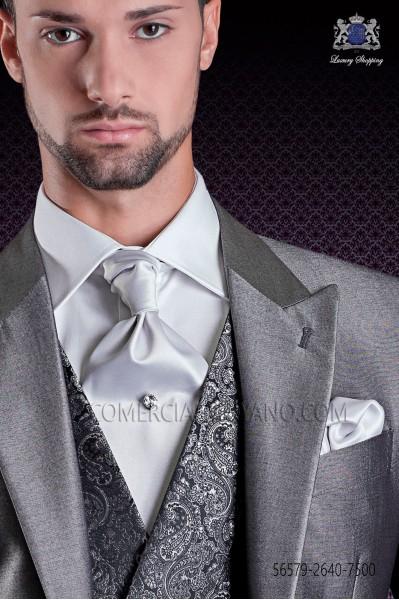 Corbatón y pañuelo de raso gris perla