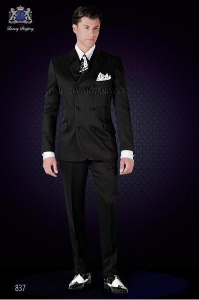 "Traje italiano cruzado moda corte ""Slim"". Modelo cruzado con solapa punta y 6 botones. Tejido negro rayado."