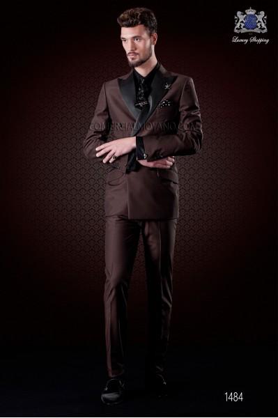 Traje cruzado marrón italiano de moda. Modelo cruzado solapa punta con 6 botones. Mixto lana.