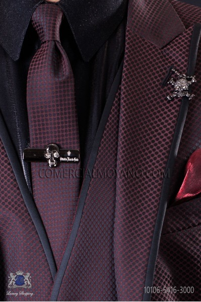 Narrow burgundy fashion tie with black microdots