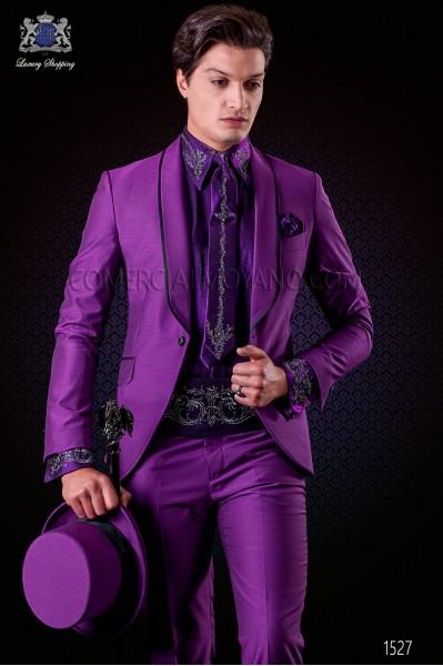 Traje de novio esmoquin italiano púrpura. Modelo solapa chal con vivos de raso y 1 botón. Tejido mixto lana.