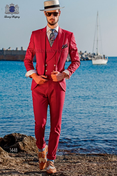 "Suit modern Italian style ""Slim"". Model edge flaps and 1 button. Fuchsia fabric 100% cotton"