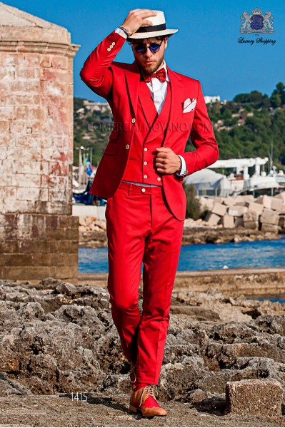 "Italian suit with modern ""Slim"" flap ""V"" and 2 buttons. Red fabric 100% cotton"