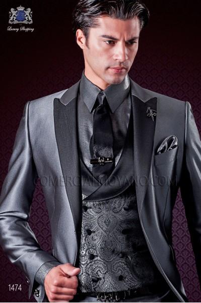 Traje de novio italiano gris. Modelo solapa de pico a contraste con 1 botón fantasía