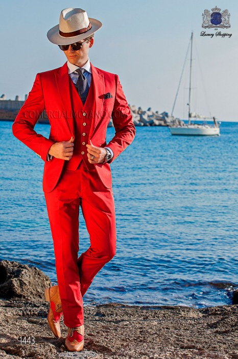 "Italian suit modern ""Slim"". American with pointed lapels and one button. Red fabric 100% cotton."