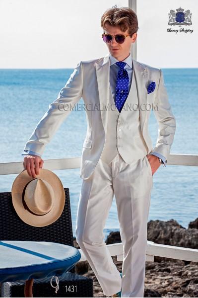 """Traje con chaleco de moderno estilo """"Slim"""". Americana con solapas punta y 1 botón. Tejido shantung de seda color blanco"""