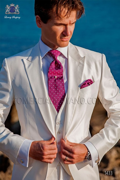 "Piece suit modern ""Slim"". American with flaps tip and 1 button. shantung silk fabric white."