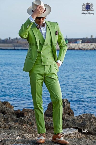 """Traje italiano con moderno estilo """"Slim"""" de solapas punta y 1 botón. Tejido color verde 100% algodón"""