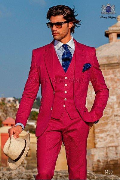 """Traje con chaleco de moderno estilo italiano """"Slim"""" fucsia 100% algodón. Modelo solapas en """"V"""" y dos botones"""