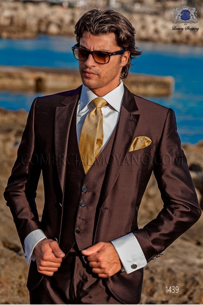 "Piece suit modern ""Slim"". American with flaps in ""V"" and 2 buttons. shantung silk fabric brown"