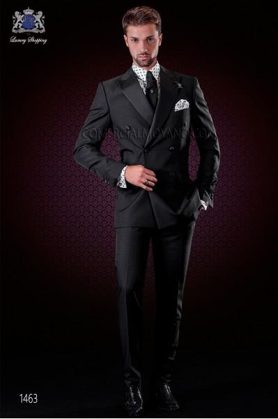 Traje italiano moderno negro. Modelo cruzado solapa punta con 6 botones de raso. Tejido mixto lana.