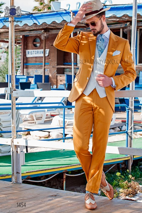 "Modern Italian style costume ""Slim"". Model flaps in ""V"" and 2 buttons. Golden fabric 100% cotton"