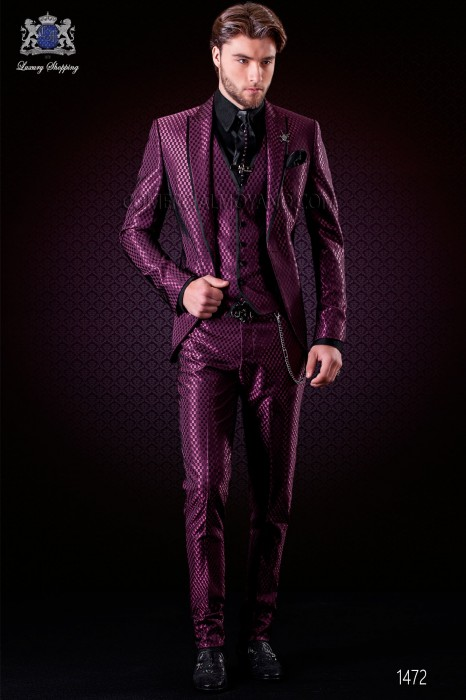 Italian purple monochrome design fashion suit. Peak lapels with satin trims and 1 button. Wool mix fabric.