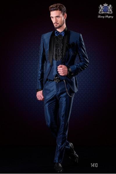 Traje esmoquin italiano moderno azul diseño monocromo. Solapa chal de raso y 1 botón. Tejido mixto lana.