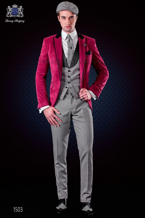 Fuchsia velvet jacket with satin collar, peak lapels with satin trims and 1 button.