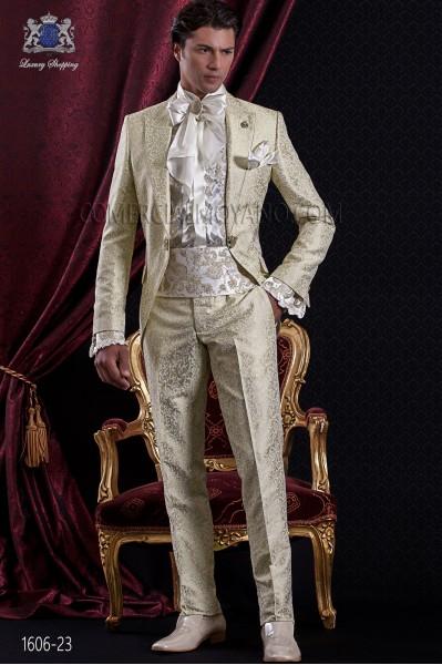 Traje de novio Barroco. Traje levita de época en tejido jacquard dorado con broche fantasía.