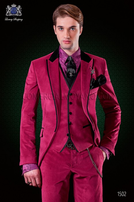 Italian fuchsia velvet suit. Black satin collar, peak lapels with satin trims and 1 button.
