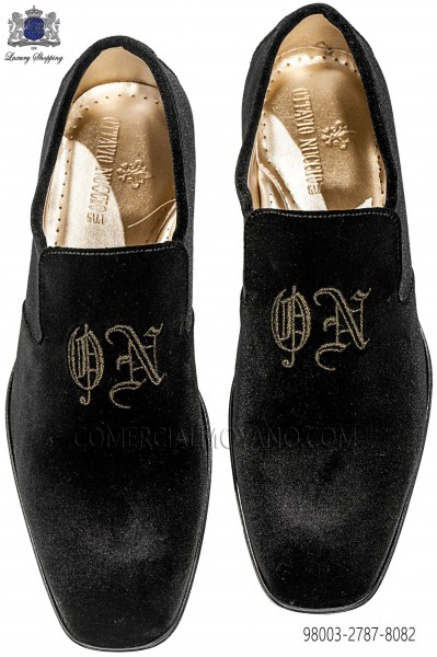 Black velvet shoes with embroidered crown