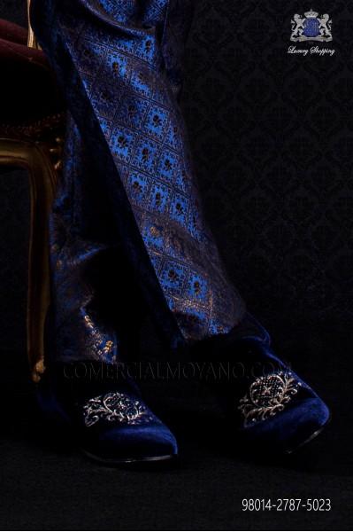 Blue velvet slipper shoe with embroidery
