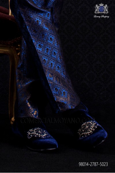 Blue velvet slipper shoe with embroidery