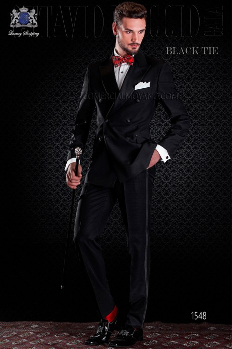 Cross tuxedo groom in black. Elegance and excellence in evening dress for men.
