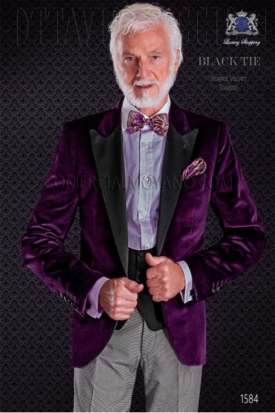 Esmoquin novio color malva combinado con pantalón tejido pata de gallo. Elegancia y excelencia en el vestir de noche.