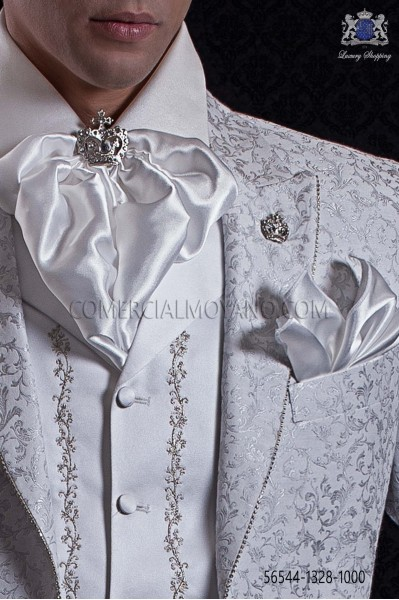 Plastrón y pañuelo de raso blanco