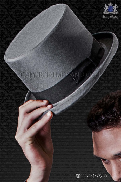 Gray top hat plain fabric matching suit