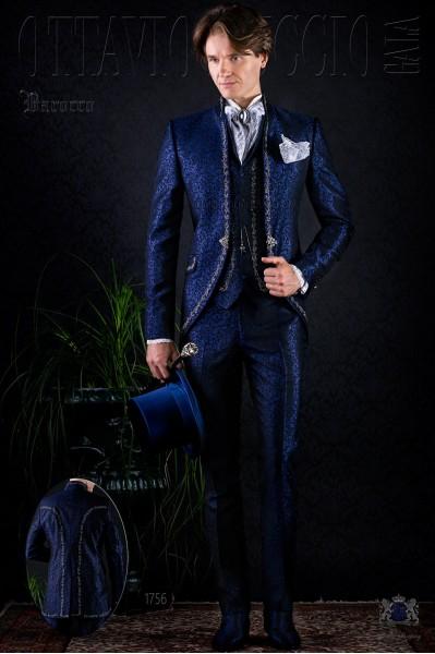 Traje de época modelo redingote brocado azul bordado plata.