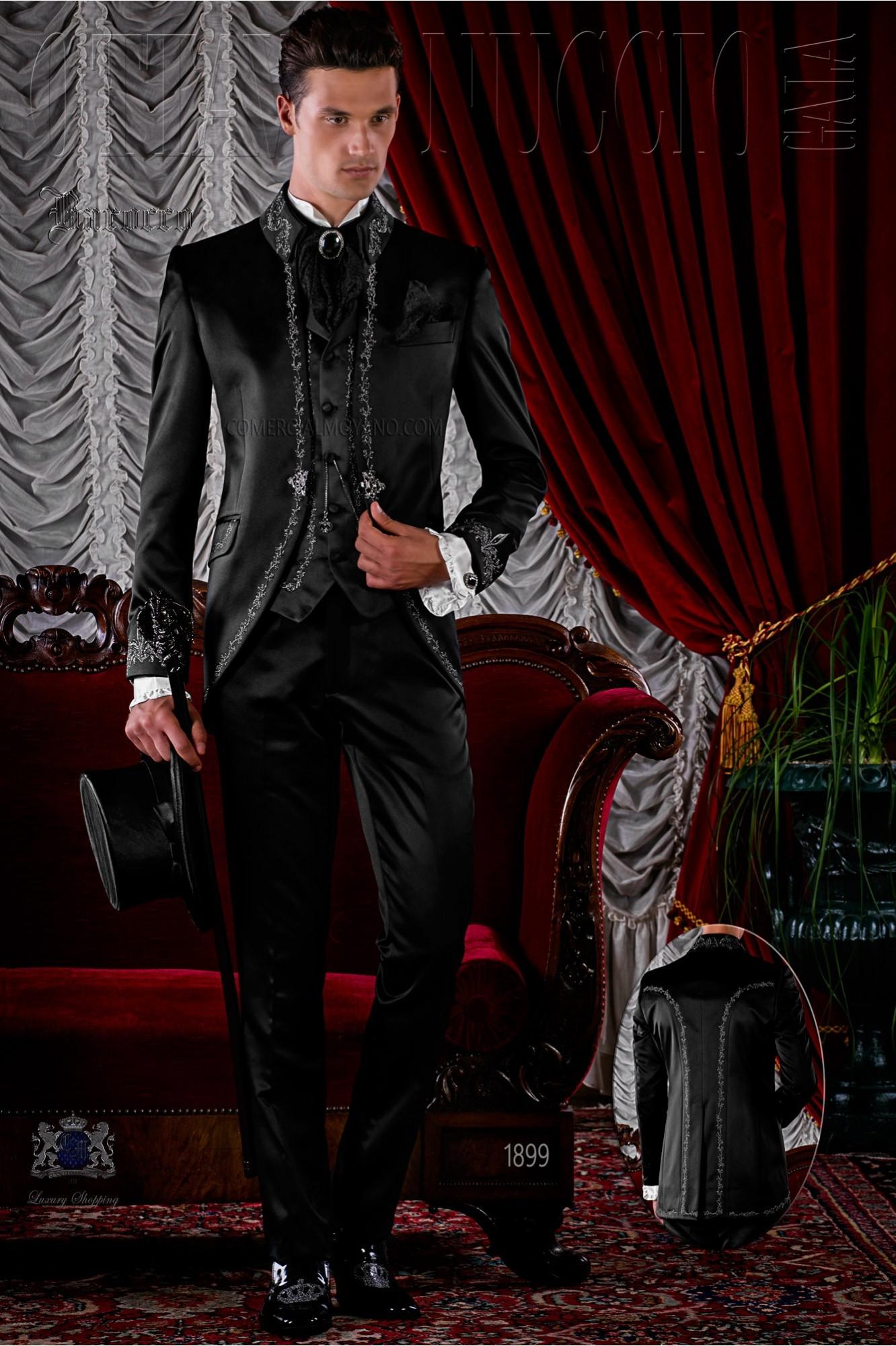 Traje de época modelo redingote negro bordado plata.