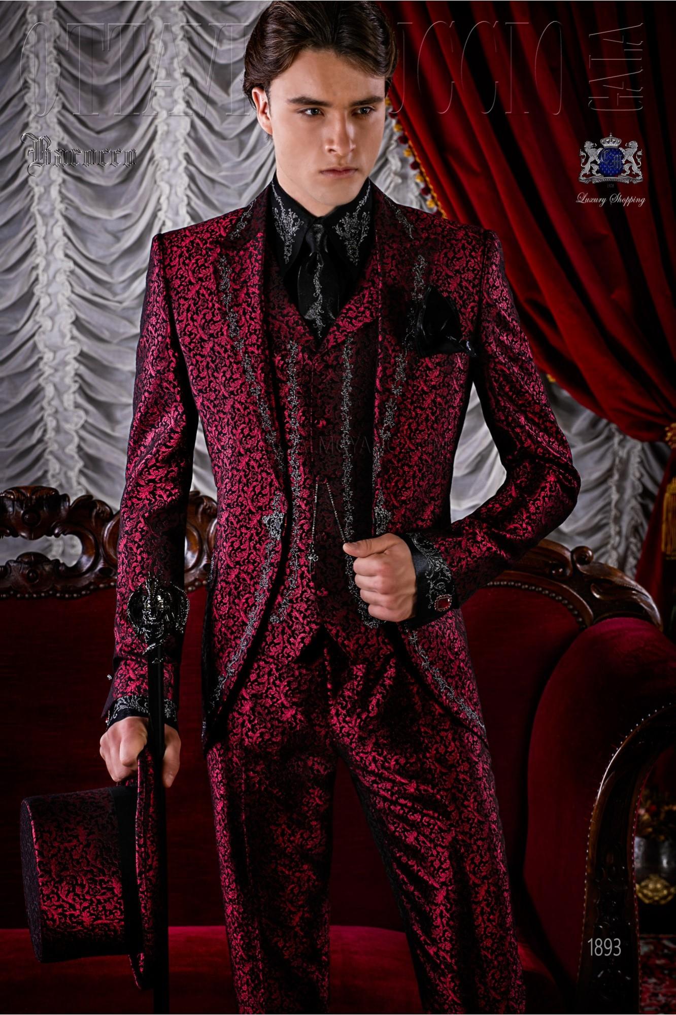 Traje de época modelo redingote brocado rojo bordado plateado modelo: 1893 Ottavio Nuccio Gala colección Barroco