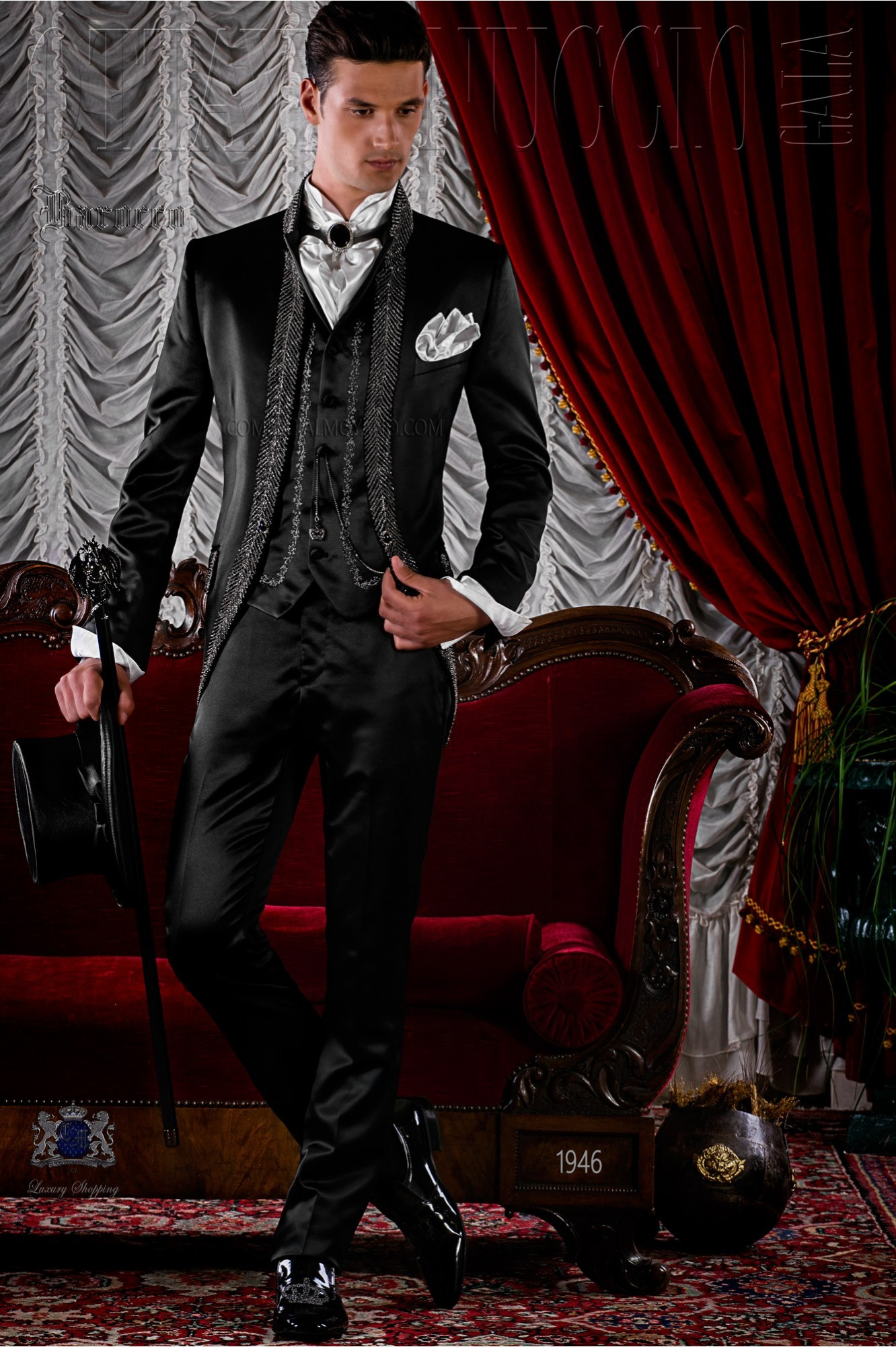 Traje de novio de época modelo redingote negro con pedrería