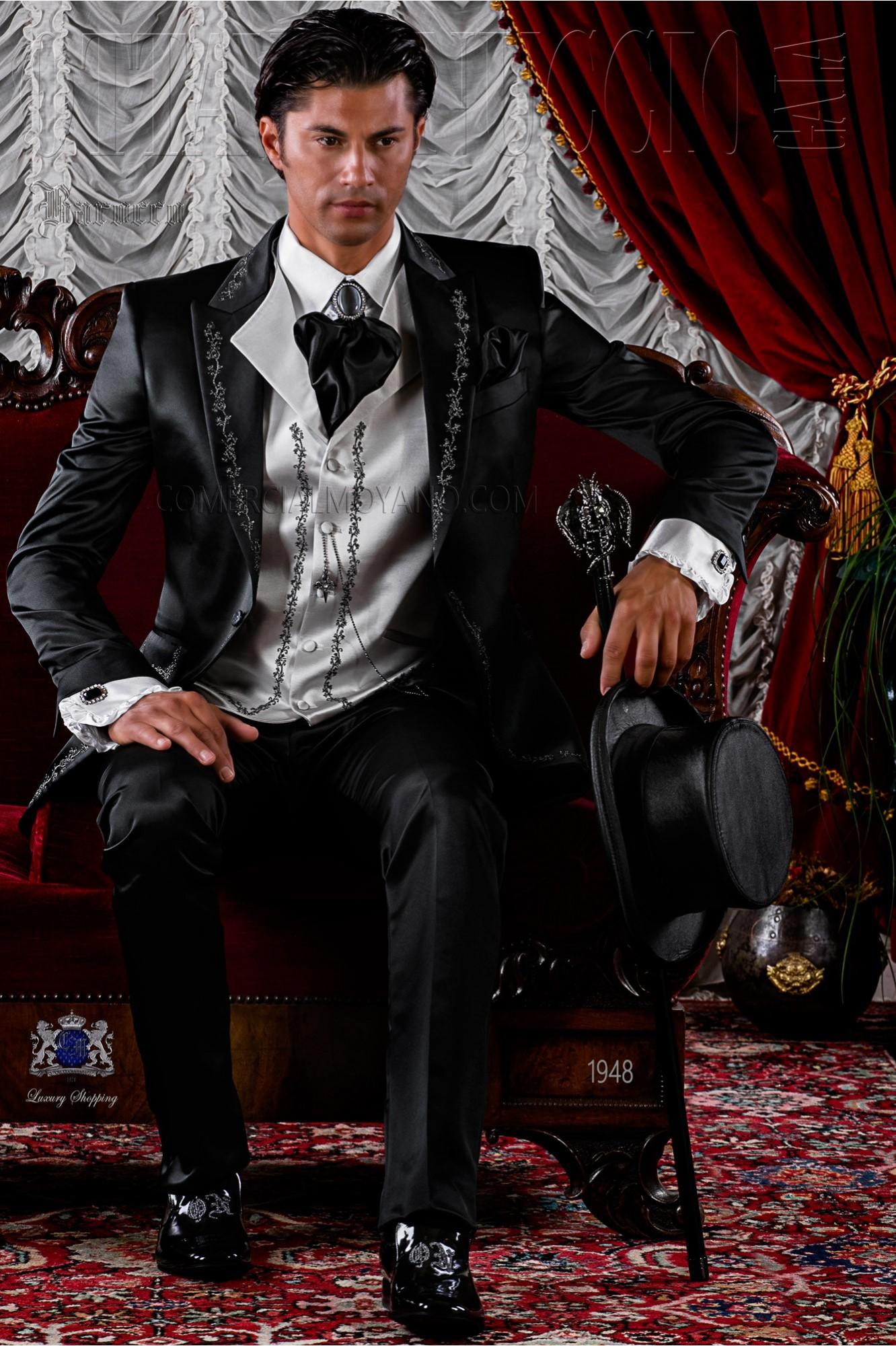Traje de novio de época barroco negro bordado plata
