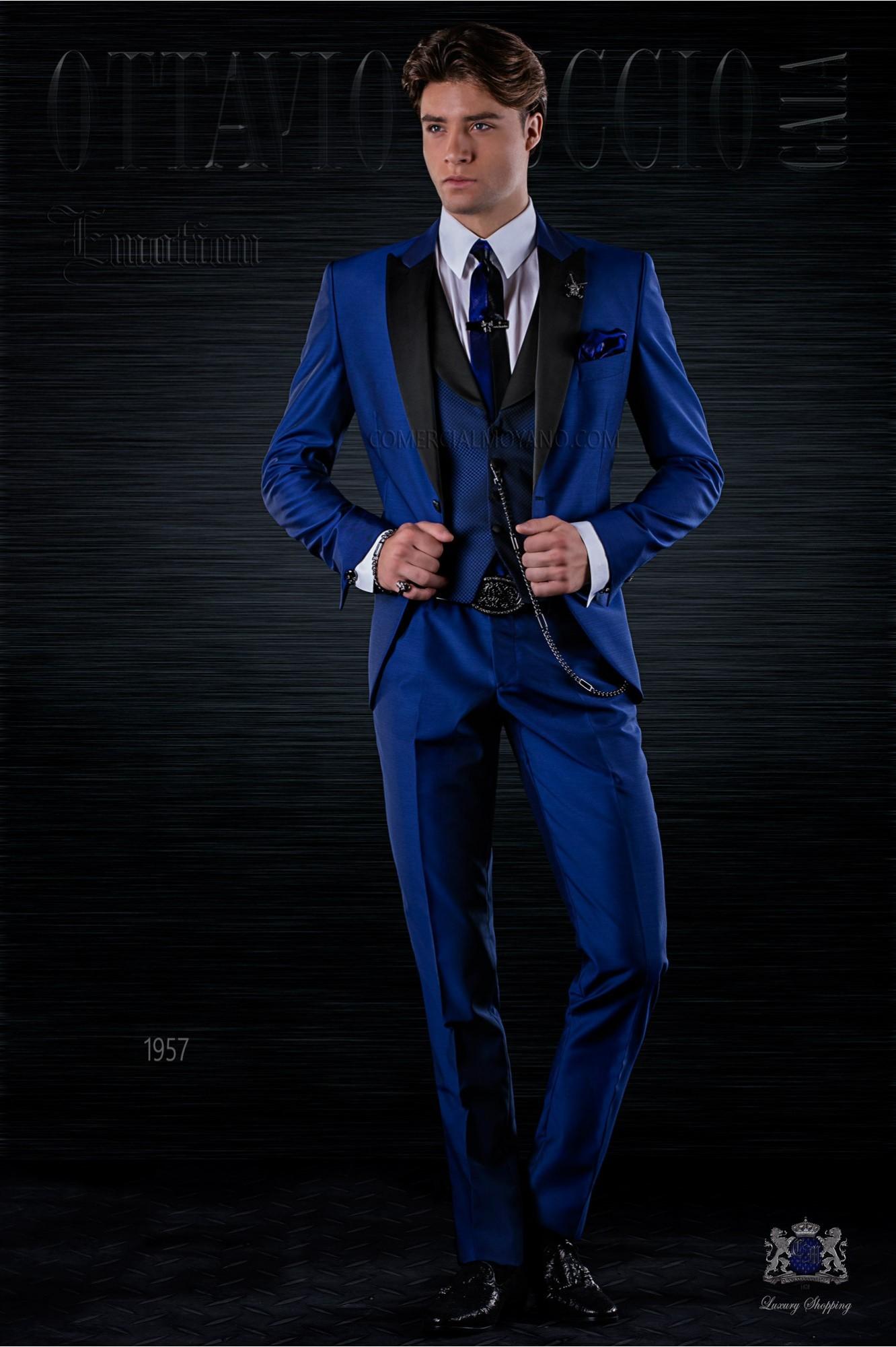 Traje de moda italiano a medida azul eléctrico