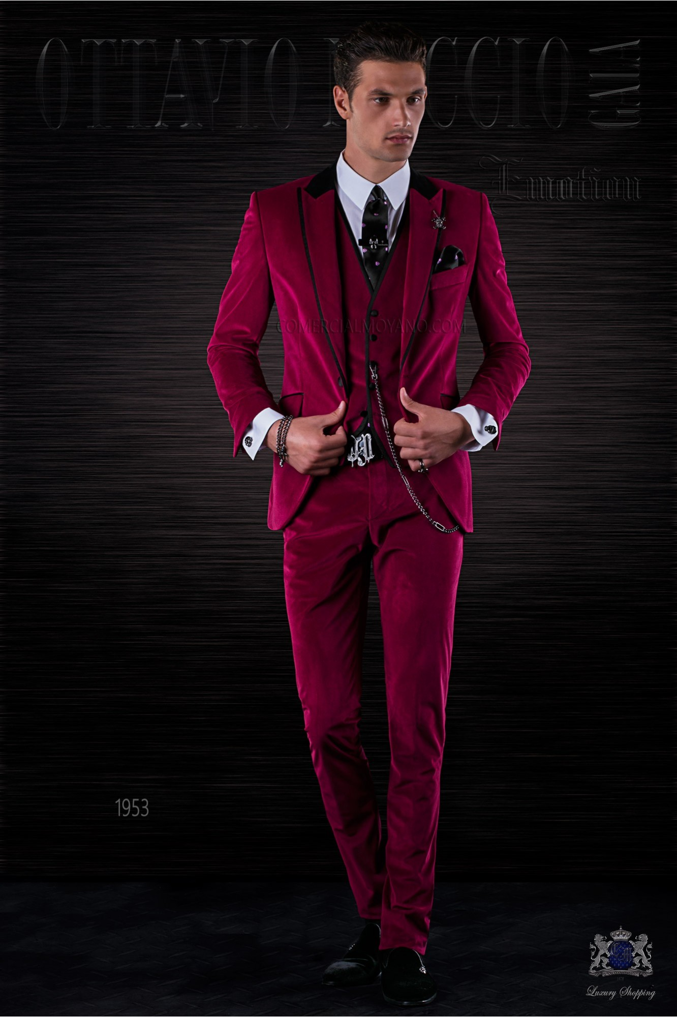 Bespoke Italian fashion fuchsia velvet suit with black satin details model 1953 Ottavio Nuccio Gala