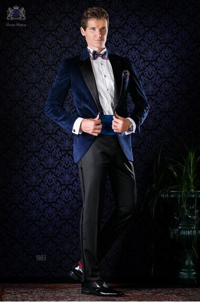 Esmoquin azul de terciopelo con pantalón negro