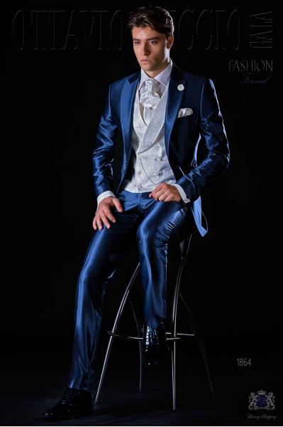 Traje de novio moderno azul royal con solapa pico