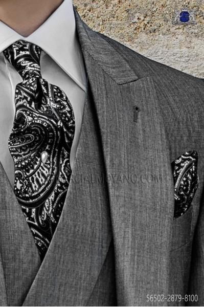 Silk tie and pocket handkerchief with paisley design