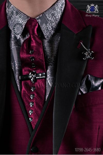 Burgundy narrow fashion tie with nickel skulls metal fixtures