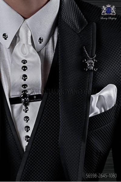 Corbata y pañuelo lurex blanco con apliques calaveras