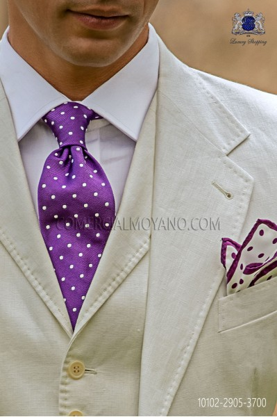 Mallow tie with white polka dots