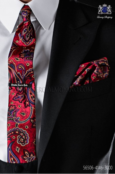 Red narrow tie with handkerchief cachemire design.