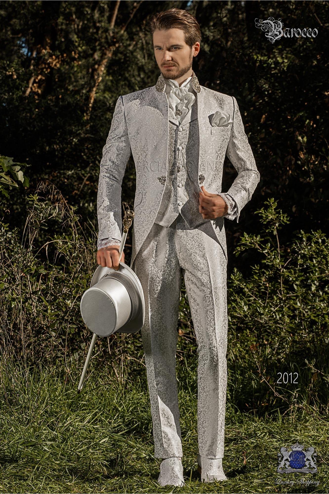 Traje de novio levita vintage en tejido brocado gris perla con cuello Mao con pedrería