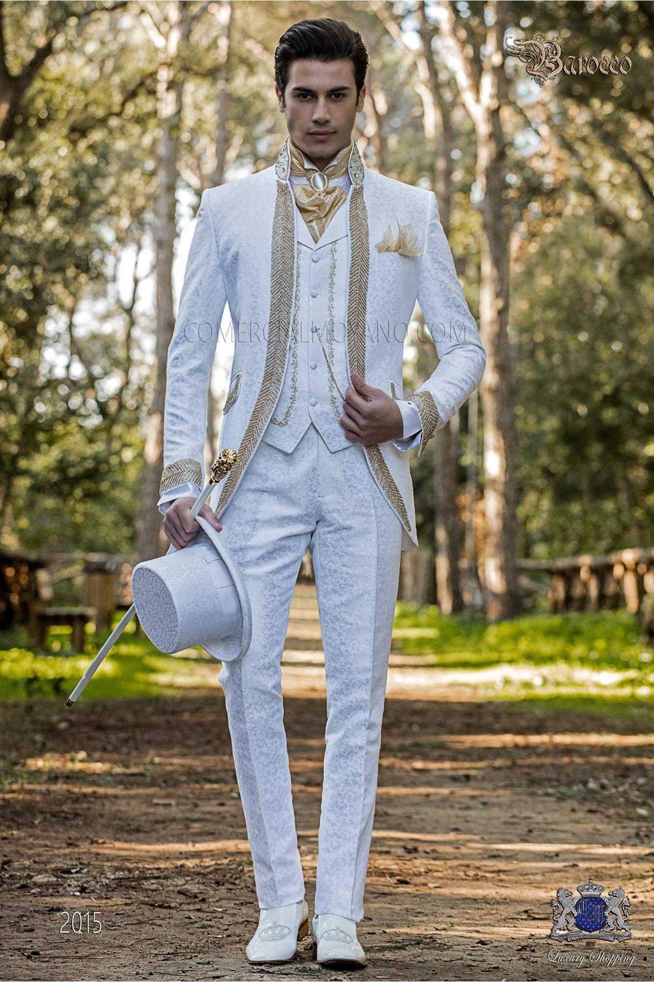 Traje de novio barroco, levita cuello Mao de época brocado blanco con pedrería dorada