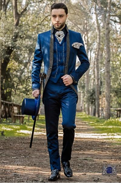 Traje de novio barroco, levita vintage en tejido raso azul con cuello Mao con pedrería negra