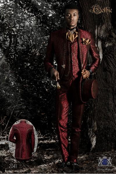 Traje de novio barroco, levita de época cuello mao en tejido jacquard rojo con bordados dorados y broche de cristal