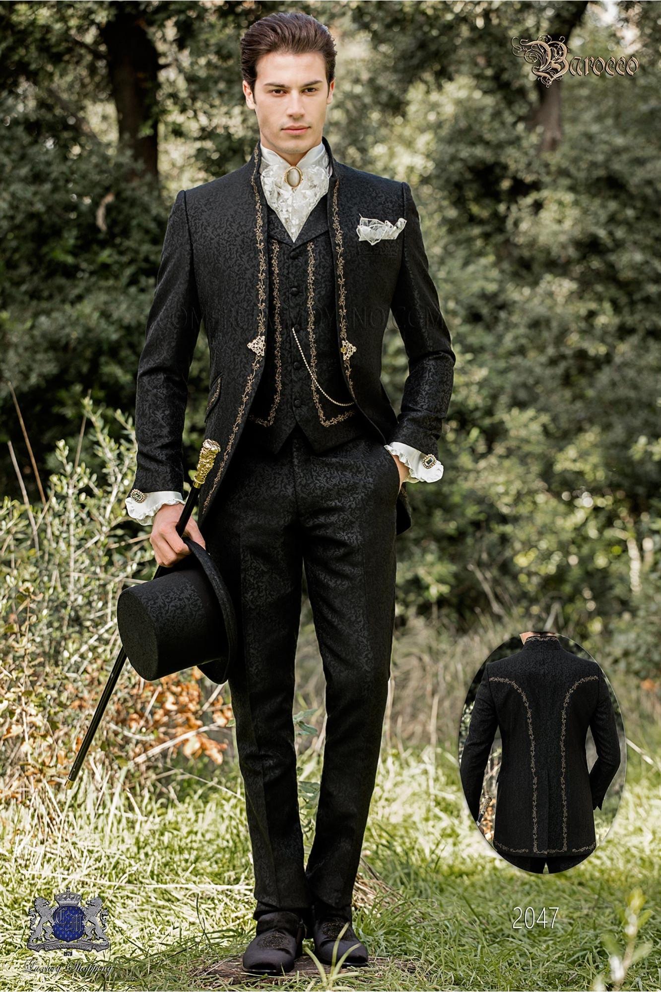 Traje de novio barroco, levita de época cuello mao en tejido jacquard negro con bordados dorados y broche de cristal