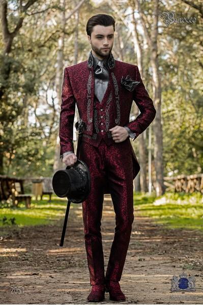 Traje de novio barroco, frac cuello mao en tejido jacquard rojo con bordados plateados y pedrería cristal en cuello