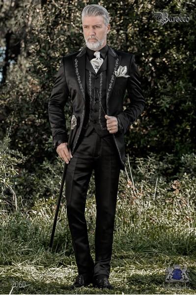 Traje de novio barroco, levita de época en tejido raso negro con bordados plateados