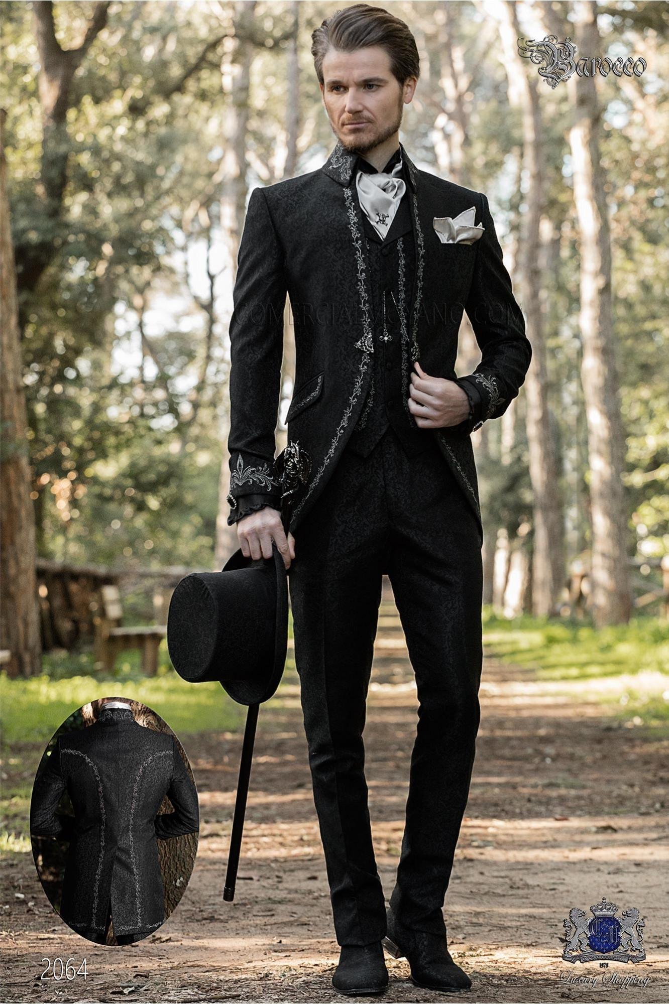 Traje de novio barroco, levita de época cuello Napoleón en tejido jacquard negro con bordados plateados y broche de cristal